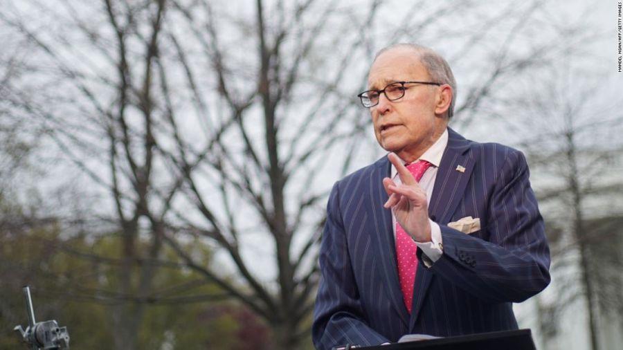 Tổng thống Donald Trump thông báo trên Twitter rằng Giám đốc Hội đồng Kinh tế Quốc gia Nhà Trắng Larry Kudlow lên cơn đau tim, phải nhập viện khẩn cấp. Ông Kudlow không đi cùng Tổng thống tới Singapore mà vừa trở về Mỹ từ Hội nghị Thượng đỉnh G7 ở Canada.