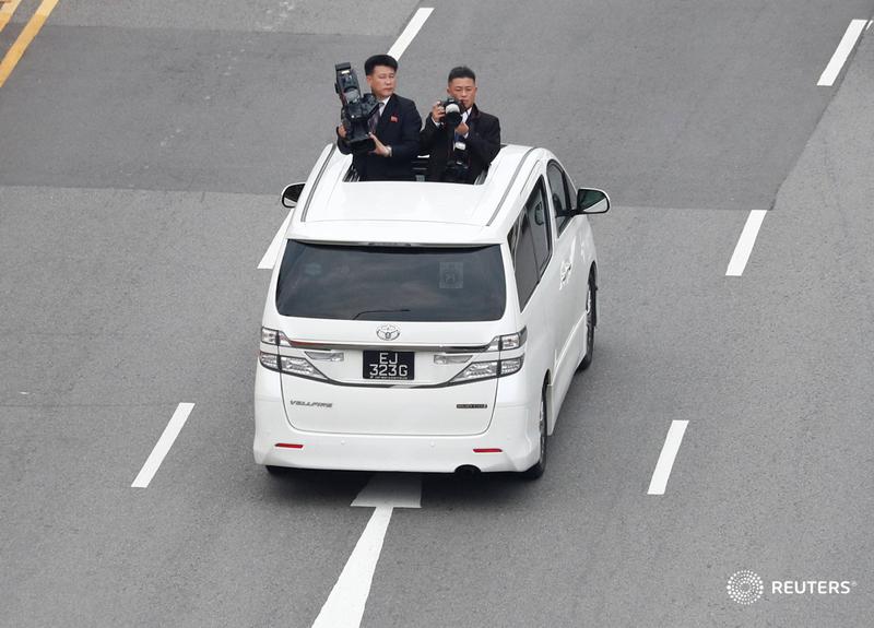 Truyền thông Triều Tiên theo sát đoàn xe của nhà lãnh đạo Kim Jong-un để đưa tin.