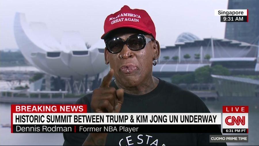Dennis Rodman, cựu vận động viên bóng rổ Mỹ, đang trả lời phỏng vấn trực tiếp trên kênh CNN về Hội nghị Thượng đỉnh Mỹ-Triều. Ông đã tỏ ra rất xúc động và khóc khi nói về sự kiện. Ông cho biết thư ký của Tổng thống Trump đã gọi điện cho ông trước hội nghị, nói rằng Tổng thống rất tự hào về ông. Ông Rodman đã bay tới Singapore ngày 11/6. Ông có mối quan hệ bạn bè với ông Kim Jong-un – người rất yêu thích môn bóng rổ.