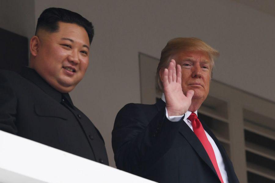 Tổng thống Trump và nhà lãnh đạo Kim Jong-un kết thúc hội đàm kín, sẵn sàng cho cuộc gặp song phương mở rộng. Cuộc gặp kín đã diễn ra trong khoảng 41 phút, sớm hơn so với dự kiến ban đầu là 45 phút. Phát biểu với báo giới, hai nhà lãnh đạo cho biết họ đã có một cuộc hội đàm
