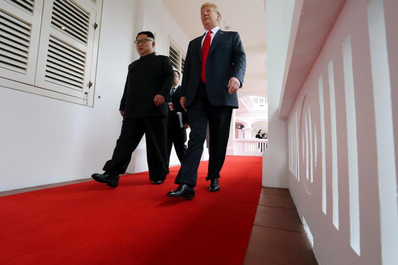 """Hội nghị Thượng đỉnh Mỹ-Triều kết thúc phần hội đàm song phương mở rộng, chuẩn bị tiệc trưa làm việc. Tổng thống Trump cho biết hai nhà lãnh đạo """"đã giải quyết vất đề lớn không thể giải quyết trước đó, điều đó sẽ được thực hiện""""."""