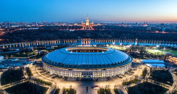 Chương trình khai mạc sẽ được tổ chức trên SVĐ Quốc gia Nga Luzhniki ở thủ đô Moskva. Đây cũng là sân đấu diễn ra trận đầu tiên và cả trận cuối cùng - chung kết World Cup 2018.