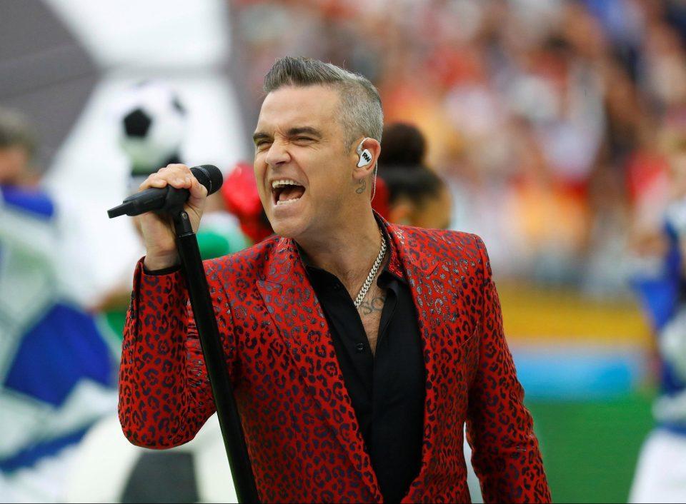 Robbie Williams biểu diễn ca khúc thứ ba trong lễ khai mạc World Cup 2018. Cùng với tiếng nhạc và giọng ca của anh, các vũ công đại diện cho 32 đội tuyển tiến ra sân Luzhniki.